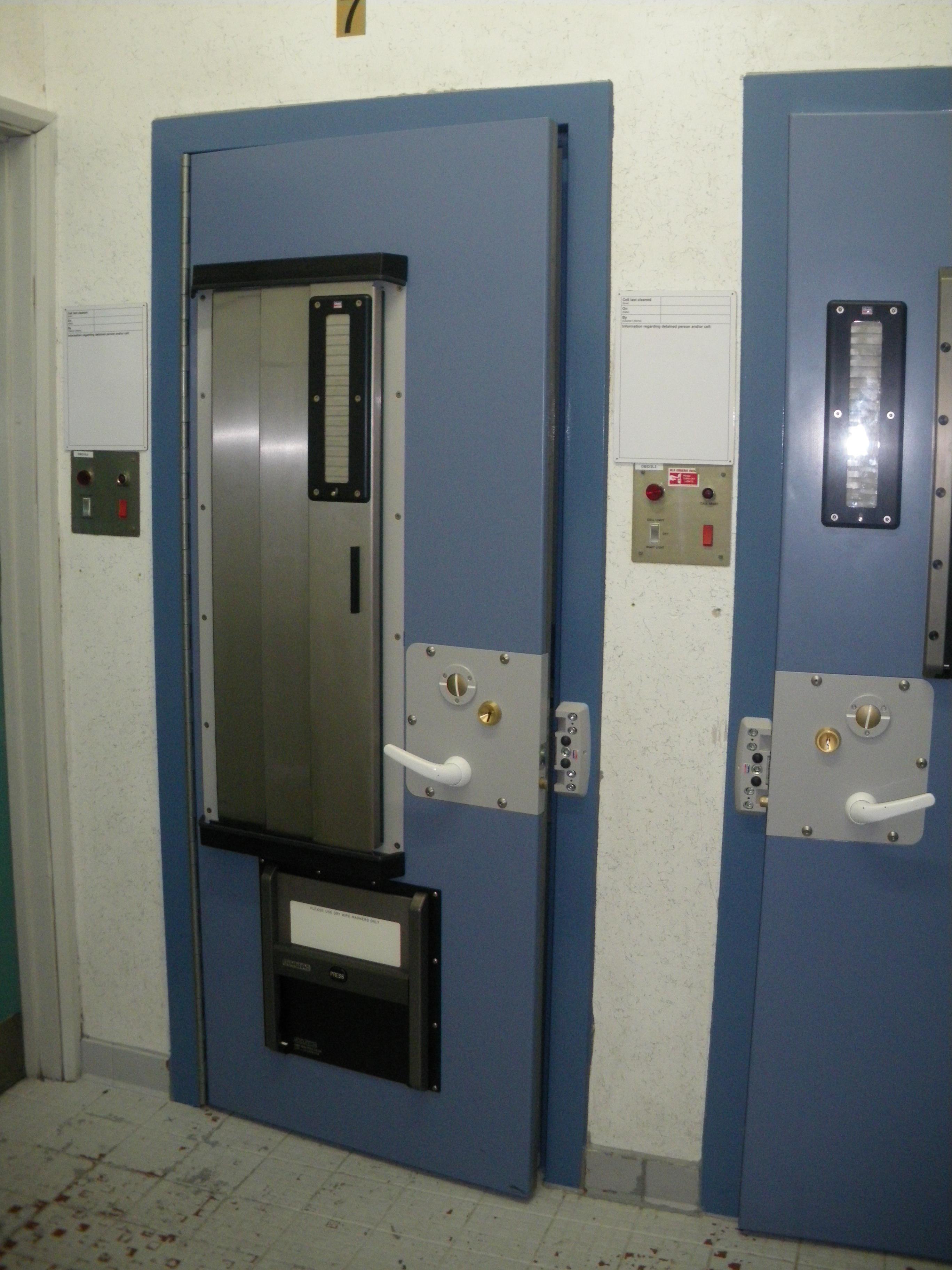 9D002 - Police Vulnerable Detainee Cell Door