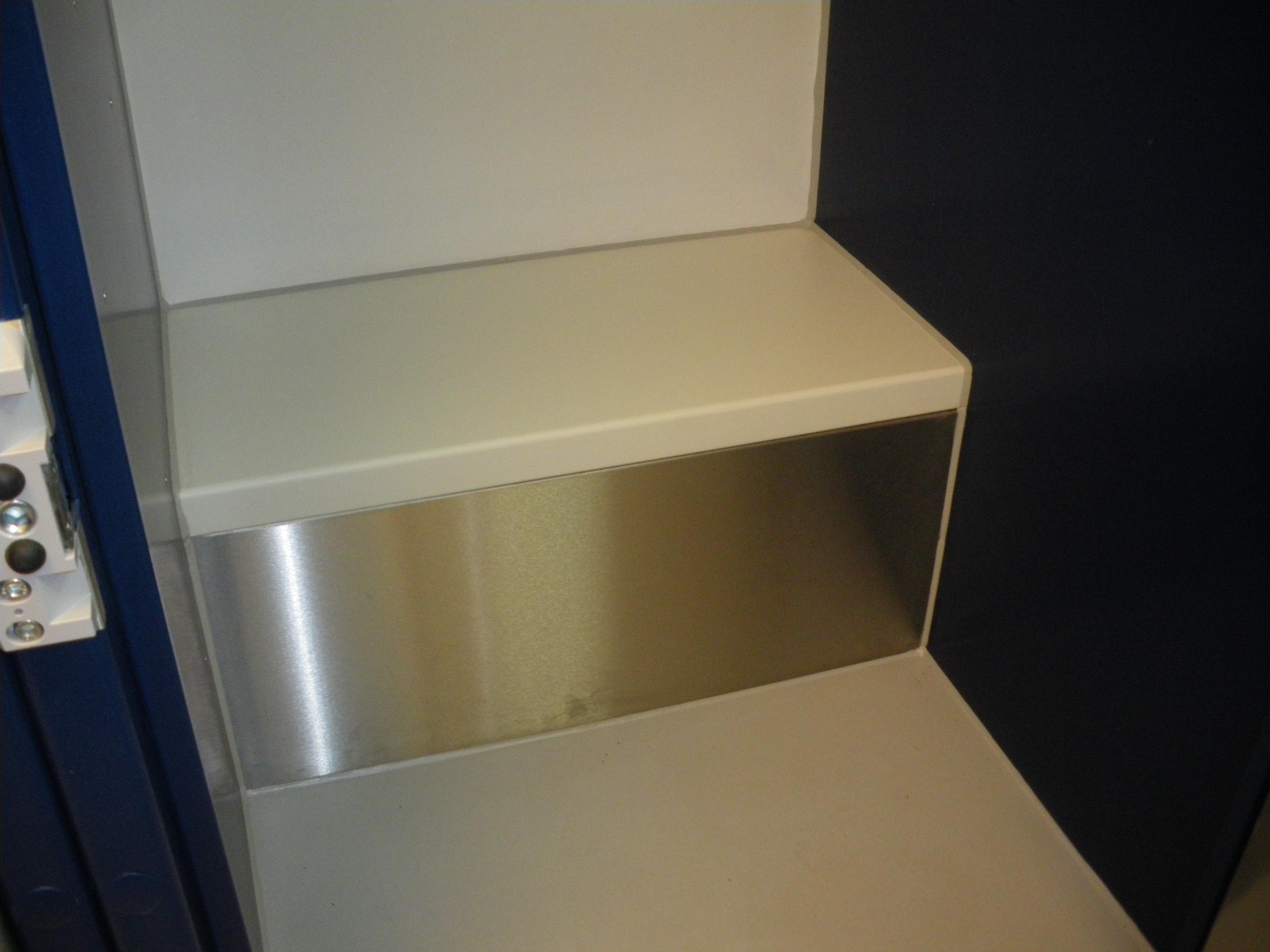 9F006 - Police Holding Cell Bench