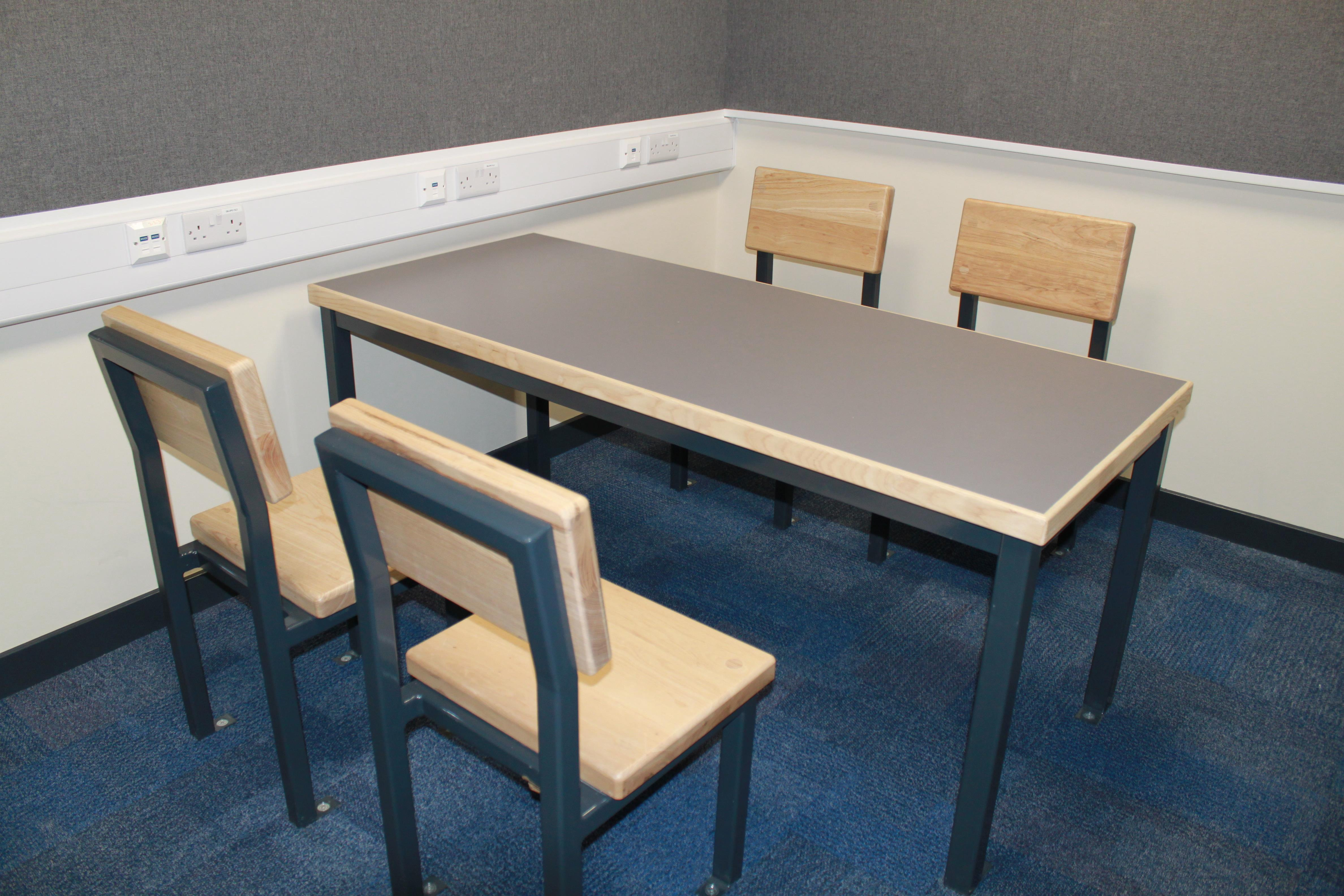 9F009 - Interview Room Table