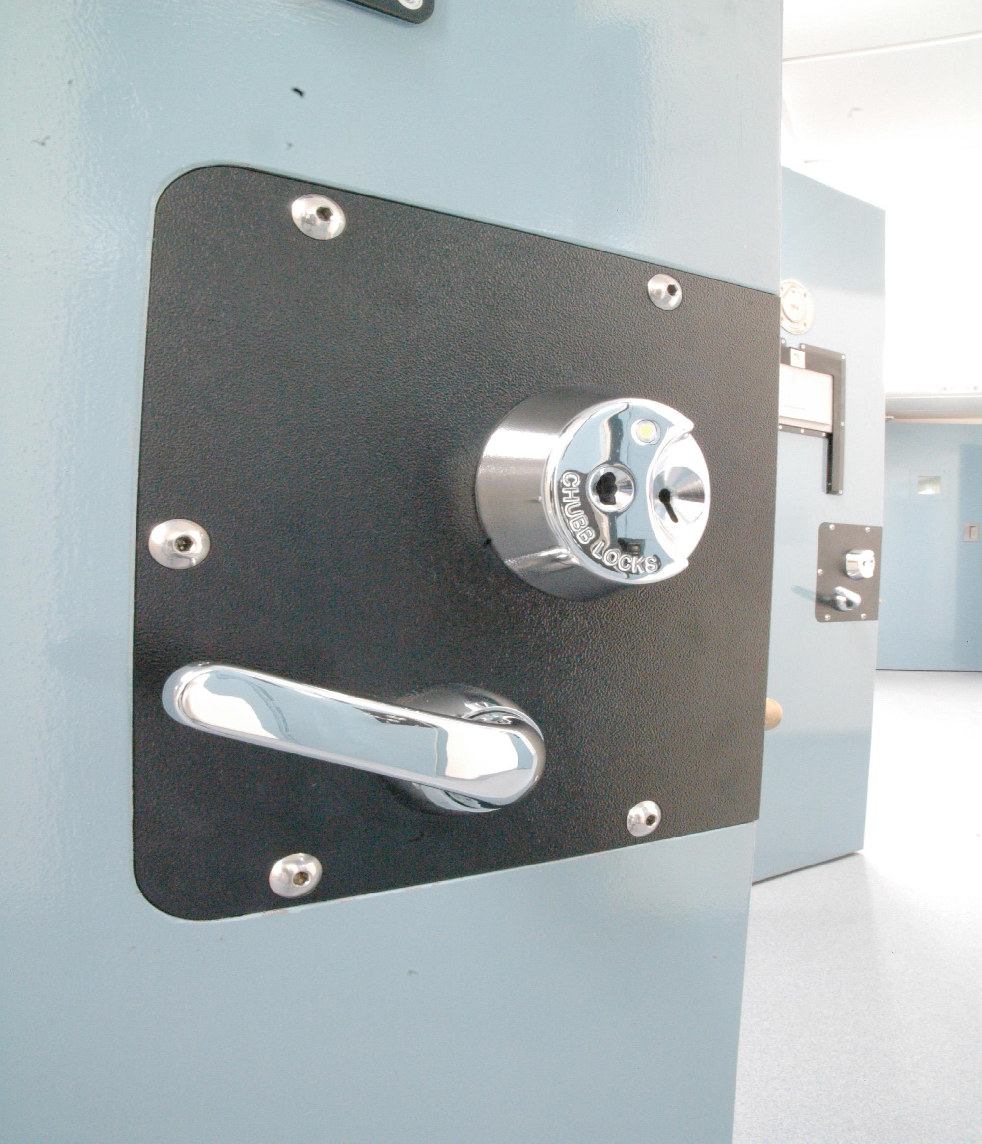 4A79 - Electronic Slam Action Cell Lock